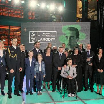 "Sesuo Michaela Rak tapo ""Anoda"" statulėlės laureate"