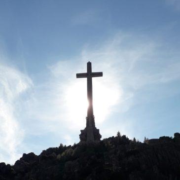 Junkimės kartu bendrai maldai po Kryžiumi