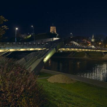 Geltoni tiltai prie Neries